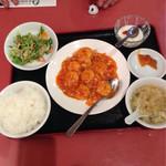 38013226 - 本日得のランチ(11:00〜15:00)から  エビのチリソース炒め  650円                       ライス&スープおかわり自由