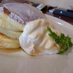TigerLily - ふわふわパンケーキ ¥700 上のクリームが落下!(>_<)