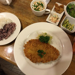 レストラン Lachs - やまと豚のミルフィーユチーズカツ(1340円)ご飯少なめにしてもらいました。