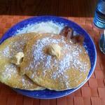 ココナッツ - 2012年5月 目玉焼きにベーコン・ソーセージ添えのアメリカンパンケーキ! 軽食ではなく、がっつりお腹一杯になるボリュームです