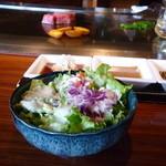 38018938 - サラダと調理中のお肉や付け合わせ