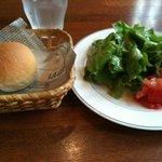 3802833 - プラス105円ランチセットのパンとサラダ