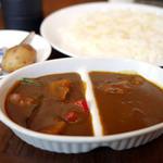 ガヴィアル - 昼時サービス A 野菜カレー+チキンカレー ¥1,100