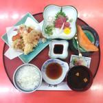 天錦 - 1967年創業日本料理 宴会場 天ぷらの天錦(TEN KIN)「錦ランチ」980円天ぷら盛り合せ、まぐろ刺身、日替小鉢、ご飯、赤出汁、お新香。