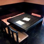 天錦 - 1967年創業日本料理 宴会場 天ぷらの天錦(TEN KIN)店内テーブル席
