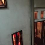 荻窪珈琲店 - 地下を降りた所に入口がある