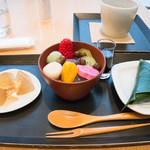 FUMUROYA CAFE - 甘味三種とお茶(1,296円)