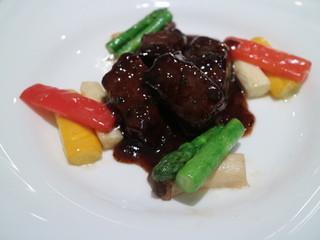 崎陽軒本店 嘉宮 - 信州産黒毛和牛のオーブン焼きはちみつ黒胡椒風味