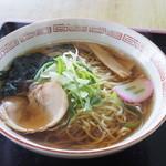 レストハウスつるみ - 料理写真:ラーメン750円