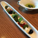 シェフズ・ブイ - オリーブとフェタチーズの香草マリネ 518円