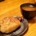 布袋家 - 焼きおにぎり(320円)と赤出汁(280円)