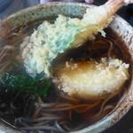 38034931 - 蕎麦に天ぷらを入れて・・・