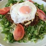 あっちゃんのマースカフェ - タコライス(半熟目玉焼き付き) 通常800円