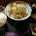 民美八 - 天ぷら盛合せランチ850円