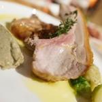 bar de pico - スペイン産皮付子豚ロースト