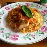 カフェ エンゼル - 料理写真:自家製トマトソースのパスタ