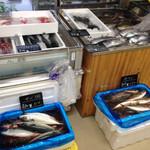 越知町観光物産館 おち駅 - 毎週火曜と金曜はお魚の日! 越知町の地域おこし協力隊員がこの日は魚屋さんに^ ^