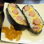 カレーハウスCoCo壱番屋 - ソーセージエッグおにぎり(270円)せっかくなので福神漬けをいただく。
