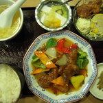 六甲苑 - 古老肉定食