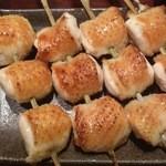 焼鶏 松本 - 看板メニューのムネ皮
