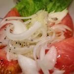 まずい魚 青柳 - トマトと新玉ねぎの甘酢漬け