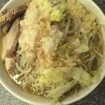 山次郎 - 息子ラーメン、700円。野菜、脂、大蒜増しです‼︎
