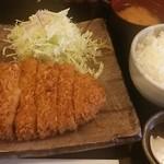 二葉亭 - ひれかつ150g 1,130円 定食(ご飯、赤だし、香の物、アイスクリーム) 400円