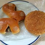 38044252 - 購入したパン。塩あんパンとカレーパン