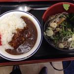 六花そば - カレーセットの蕎麦に山菜のせで710円にもなってしもた