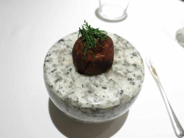 アビス - アミューズ  オマール海老ビスクのキッシュ イタリアンパセリ