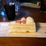 38050370 - 苺のショートケーキ