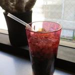 ラーメン バーガー - 「ドクターペッパー」:クローブやジンジャー等と思われる、 複雑なスパイスや果実の香り。。。