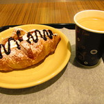 café ラ・ネージュ - クリームクロワッサン、コーヒー