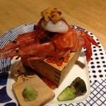 焼鳥 丸屋 - 鮮魚のこぼれ升盛り、静岡産本わさび付き890円