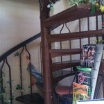 パルミラ - 外観(かわいい螺旋階段を上って2階のお店へ)