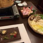 湯郷温泉 かつらぎ - 夕食(選べる2色鍋【A】オリジナル醤油出汁/黒豆味噌出汁)
