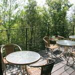 restaurant&garden chou-cho - 春や秋はテラス席がオススメです♪緑に包まれて開放的な空間☆