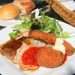 restaurant&garden chou-cho - ミックスプレート(ハンバーグ、ポークソテー、海老フライ、自家製かにクリームコロッケ)1,680yen