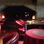 グランケーブ - 2階席、奥にも座席が!赤いイスの座り心地が良いo(^▽^)o