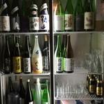 高取酒匠 離れ - お酒がたくさん入った冷蔵庫