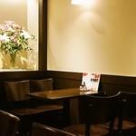 珈琲処ボナール - 2015.5 半地下のテーブル席