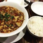 餃子の星 - 麻婆豆腐プラスご飯 夜は定食無しなので