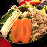 ニルヴァーナ - 5)選べるお鍋。モツ鍋をオーダー。