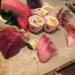 38068322 - 刺身盛り合わせ カツオ、まぐろ、トロ、鯖のきずし、ヒラメ、金目鯛、鰆、おばけ