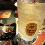 博多 弁天堂 - 2時間飲み放題のコースが付いた4,000円(明太子もつ鍋は+500円)がお得そうなので、                             そちらを選択。お通しは、サザエの醤油煮。