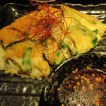 博多 弁天堂 - 海鮮チヂミ。                             表面にチーズをつけてカリカリに焼かれてます。