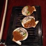 38070879 - 長太郎貝の殻に、刻んだ牡蠣をいれ、味噌をかけて焼く。これが旨い!
