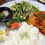 田んぼの中のCafe ヒノデ商店 - ひのでごはん1000円(ごはん・主菜・サラダ・スープ・小鉢3種・コーヒー) この日のメインは鶏肉のトマト煮