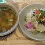 38073789 - セットのスープとサラダ