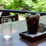 木の家 - アイスコーヒー:500円(税込)/オープンエアデッキ・2015年5月18日